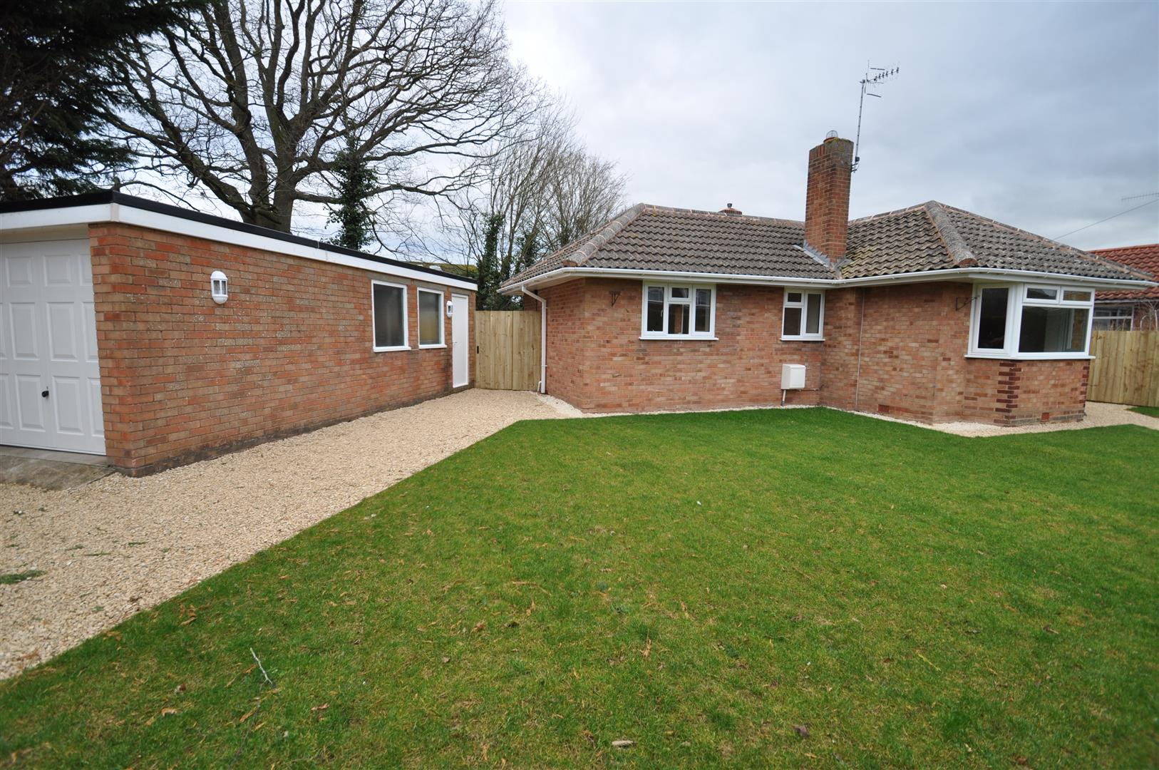 2 Bedrooms Semi Detached Bungalow for sale in Witton Avenue, Droitwich